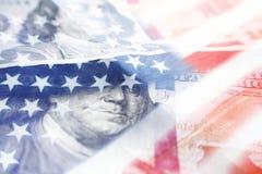100 долларовых банкнот с американским флагом высококачественным Стоковые Фотографии RF