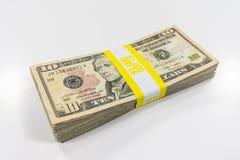 10 долларовых банкнот с ремнем валюты стоковые фотографии rf