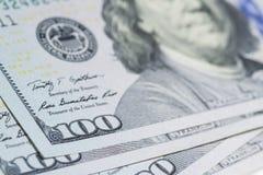 100 долларов закрывают вверх с селективным фокусом Стоковая Фотография