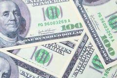 100 долларов куча как предпосылка Стоковые Фото
