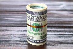 100 долларов куча как предпосылка Стоковое Изображение