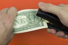 Доллары бумажных денег и сшиватель стоковое фото rf