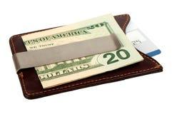 Доллары в зажиме и кредитной карточке денег. Стоковое фото RF