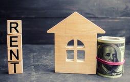 Доллары, деревянный дом и ` надписи арендуют ` Прокат свойства, квартир обслуживания риэлтора доступное снабжение жилищем, pr про стоковое фото rf