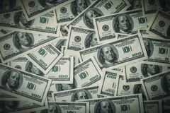 Доллары предпосылки, 100 счетов банкноты доллара США, много американские деньги наличных денег, взгляд сверху с виньеткой Стоковое фото RF