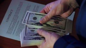 доллары рук видеоматериал
