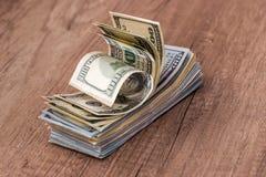 Доллары США внутри получают внутри деревянный стол наличными Стоковые Фотографии RF