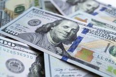 Доллары, фото крупного плана 100 банкнот доллара на белизне Стоковое Изображение RF