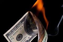 доллар кредитки горящий Стоковое фото RF