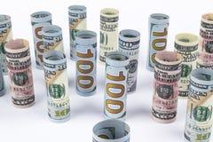 Доллар Крен банкнот доллара в других положениях Американская валюта США на белой доске Американские крены банкноты доллара Стоковое Изображение RF