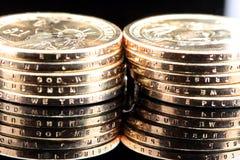 доллар одно монеток штабелирует нас стоковые фотографии rf