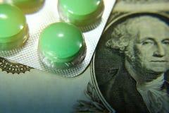 Доллар, расходование на здоровье или финансовая помощь, высокая цена дорогой концепции лекарства стоковое изображение