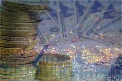 Доллар чеканит стог денег на предпосылке изолята Стоковая Фотография RF