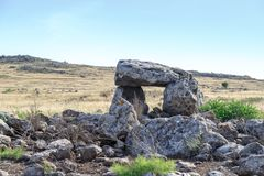 Дольмен - каменное захоронение бронзового века в зоне Голанских высот, Израиле Gamla стоковые фото