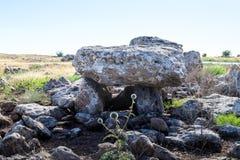 Дольмен - каменное захоронение бронзового века в зоне Голанских высот, Израиле Gamla стоковое изображение