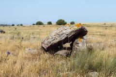 Дольмен - каменное захоронение бронзового века в зоне Голанских высот, Израиле Gamla стоковые изображения
