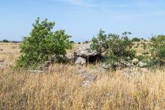 Дольмен - каменное захоронение бронзового века в зоне Голанских высот, Израиле Gamla стоковая фотография
