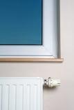 домашнее нутряное самомоднейшее окно радиатора Стоковые Изображения