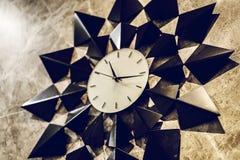 Домашнее оформление, часы на предпосылке стены Стоковая Фотография