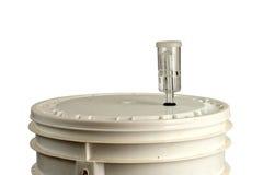 Домашнее brew заквашивая в ведре Стоковое Изображение