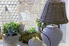 Домашние оформления в комнате на силле окна Стоковое Фото
