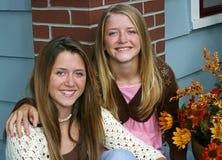 домашние симпатичные сестры стоковое изображение