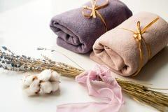 Домашний интерьер, портной шить, diy концепция Куча красочных тканей ткани Одежды белья хлопка цвета Стоковые Фото