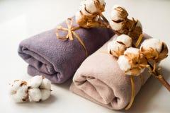 Домашний интерьер, портной шить, diy концепция Куча красочных тканей ткани Одежды белья хлопка цвета Стоковое Фото