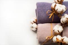 Домашний интерьер, портной шить, diy концепция Куча красочных тканей ткани Одежды белья хлопка цвета Стоковая Фотография RF