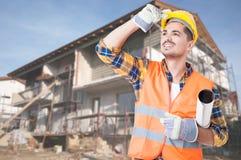 Домашний контролер проверяя прогресс здания Стоковые Фотографии RF