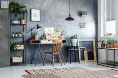 Домашний офис с заводами стоковые изображения rf