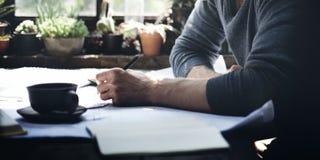 Домашний офис человека работая начинает вверх концепцию идей Стоковые Фотографии RF