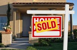 домашний проданный знак сбывания дома Стоковые Изображения RF