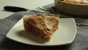 Домашний сделанный яблочный пирог акции видеоматериалы