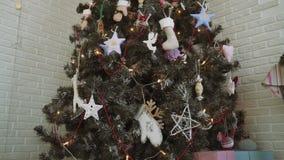 Домашний шарик рождества рождественской елки оформления сток-видео