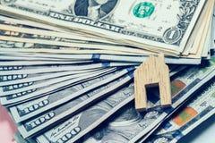 Домашняя древесина формы на банкнотах Стоковые Изображения