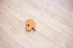 Домашняя древесина формы на поле Стоковое Изображение RF
