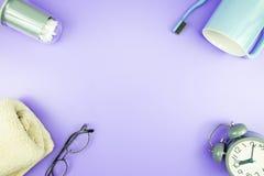 Домашняя квартира часов оборудования кладет стекла зубной щетки состава, t Стоковое Изображение