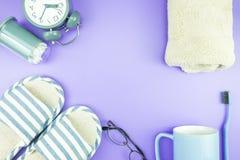 Домашняя квартира часов оборудования кладет стекла зубной щетки состава, t Стоковая Фотография