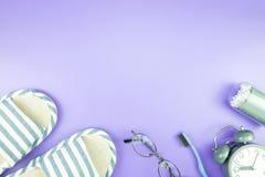 Домашняя квартира часов оборудования кладет стекла зубной щетки состава, t Стоковые Фото