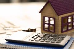 Домашняя концепция продажи займа свойства недвижимости монеток стоковое изображение