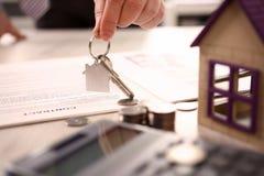 Домашняя концепция продажи передачи свойства недвижимости стоковая фотография