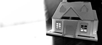 Домашняя модель на таблице Стоковые Фото
