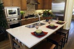домашняя роскошь кухни острова Стоковые Фото