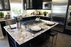 домашняя роскошь кухни острова Стоковая Фотография RF