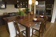 домашняя роскошь кухни самомоднейшая Стоковые Фотографии RF