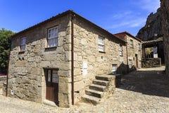Дома †Sortelha «средневековые каменные Стоковые Изображения