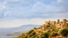 Дома башни в полуострове Vathia Греции Mani стоковые фотографии rf
