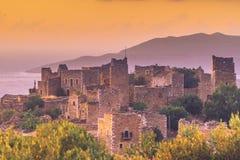 Дома башни в Vathia на полуострове Греции Mani захода солнца Стоковые Фотографии RF
