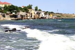 Дома вися над морем Деревня моря стоковые фотографии rf